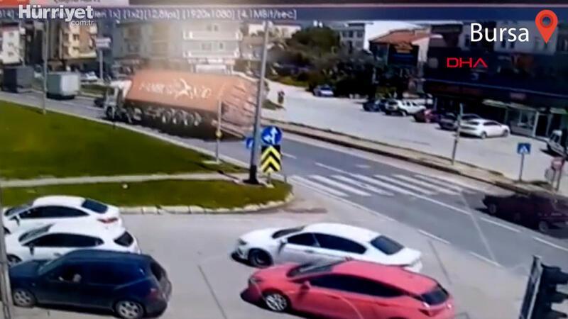 Bursa'da TIR'ın devrildiği feci kazada yeni görüntü ortaya çıktı!