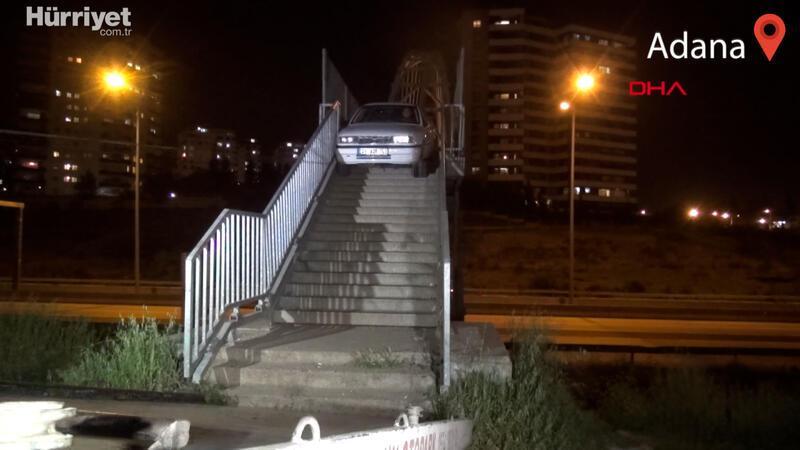 Adana'da yaya üst geçidine otomobili bırakıp kaçtı