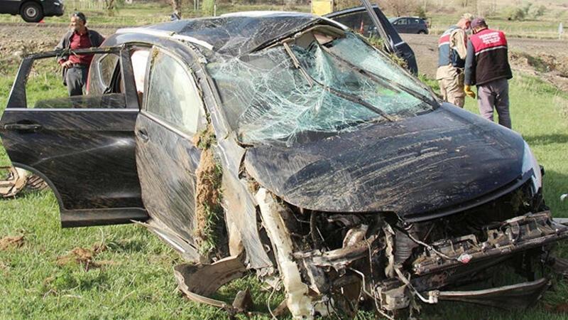 Erzurum'da Olur Belediye Başkanı makam aracıyla kaza yaptı