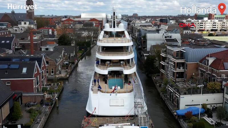 Hollanda'da lüks yatı dar kanaldan böyle geçirdiler