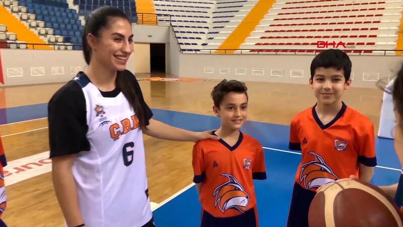 Minik basketbolculardan videolu 23 Nisan kutlaması