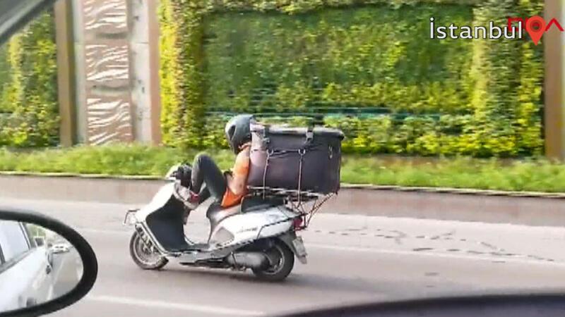 Motosikletli kuryeden tehlikeye davetiye