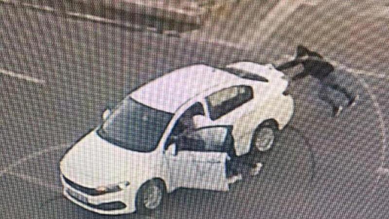 Lüks otomobillerin gösterge panellerini çalan hırsızlar yakalandı