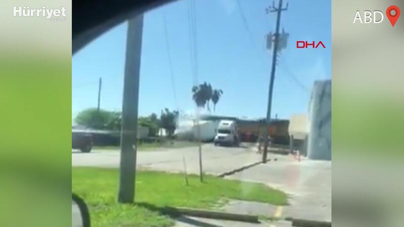 Hemzemin geçitte feci kaza! TIR´a yük treni çarptı