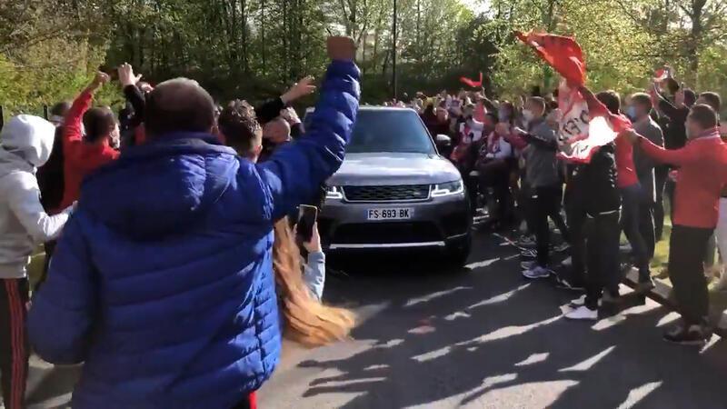 Lille taraftarlarından Burak Yılmaz'a büyük destek