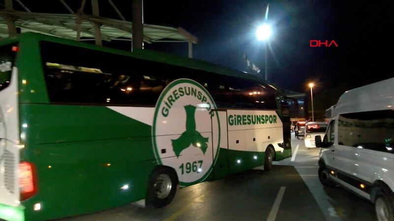 Giresunspor takım otobüsü tezahüratlarla stattan ayrıldı