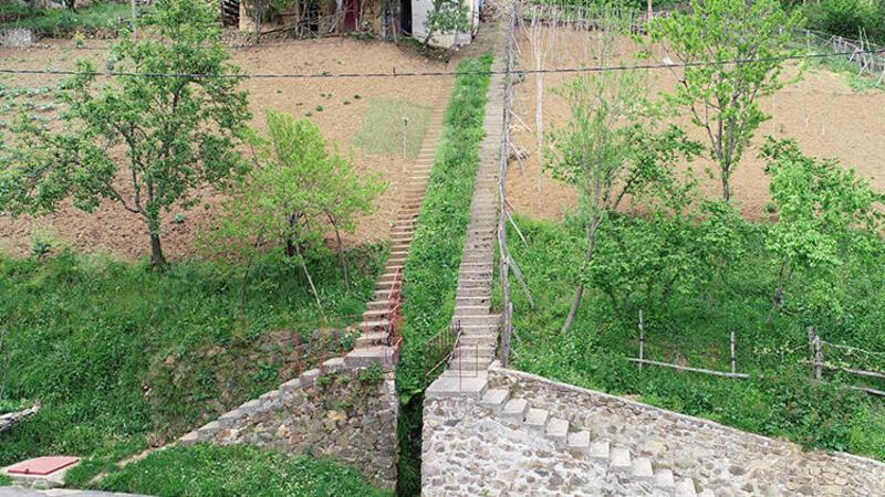 Trabzon'da 'inat merdivenleri' görenleri şaşırtıyor