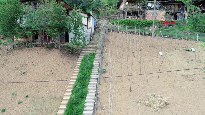Komşuların 10 Yıllık İnadı Ayrı Ayrı Merdiven Yaptırdı