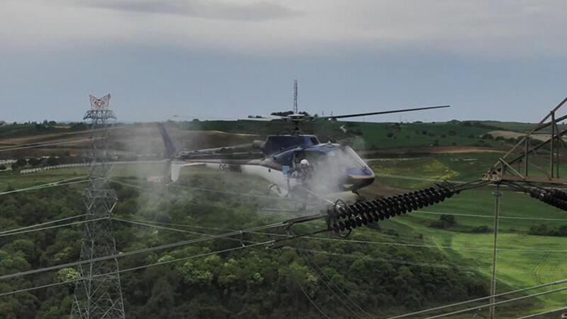 Yüksek gerilim hattında helikopterle nefes kesen çalışma
