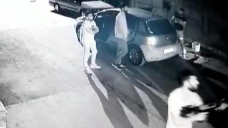 Üç kadının yaralandığı silahlı saldırı anı kamerada