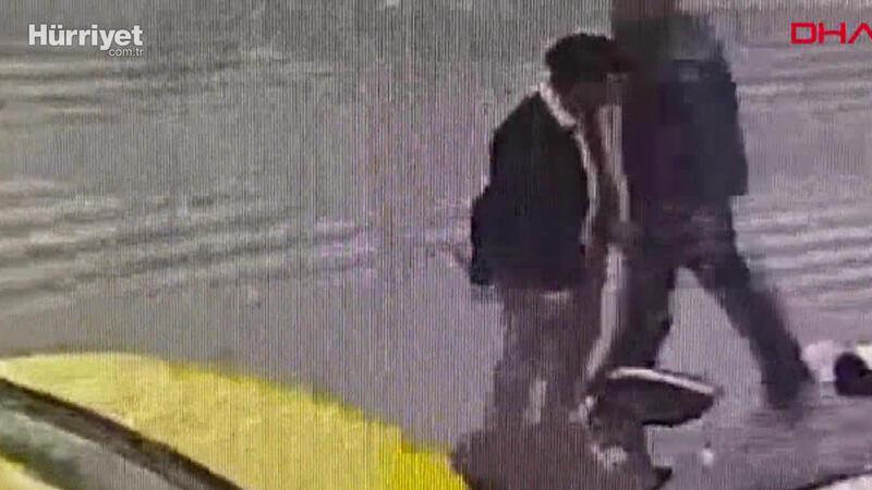 Şişli'de kaza geçiren motokuryenin telefonunu çaldı; o anlar kamerada