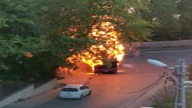Sarıyer'de otobüs alev alev yandı