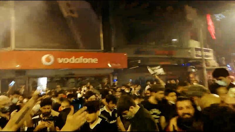 Şampiyonluk coşkusu Beşiktaş çarşıda...