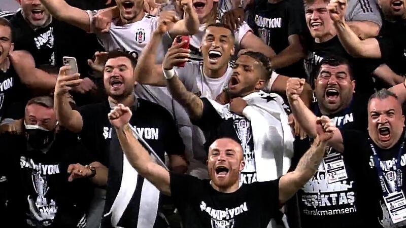 Son düdükle birlikte işte Beşiktaş'ın şampiyonluk sevinci!