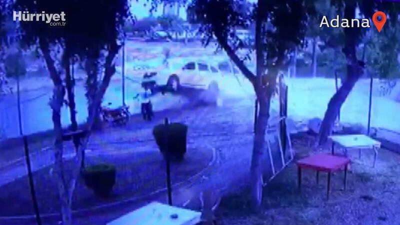 Taksinin 2 kişiye çarpıp nehre uçtuğu kaza kamerada
