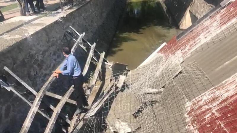 Bursa Gemlik'te anıt inşaatında çökme