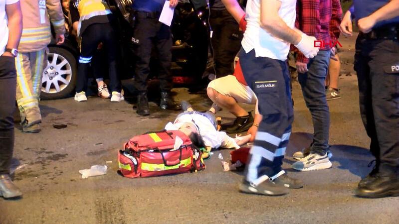 Zeytinburnu'nda iki otomobil çarpıştı! Çok sayıda yaralı var