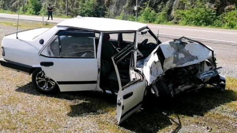 Karabük'te feci kaza! Otomobiller kafa kafaya çarpıştı