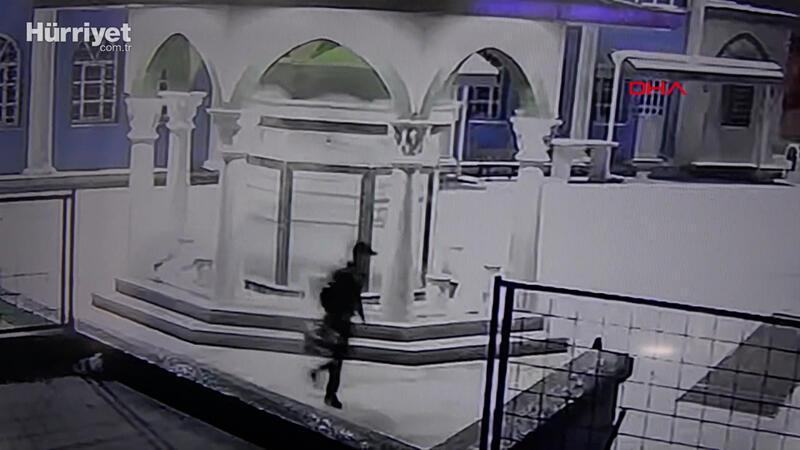 Sultangazi'de cami musluklarını çaldı