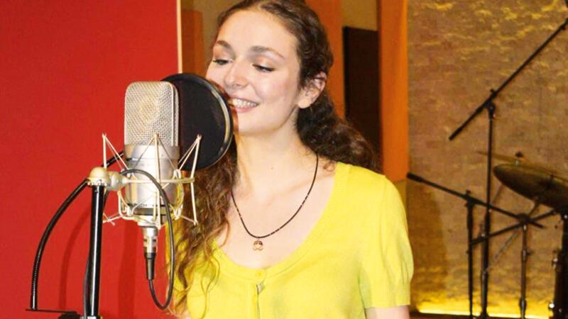 Serra Arıtürk 'Aşkın Tarifi' için stüdyoya girdi