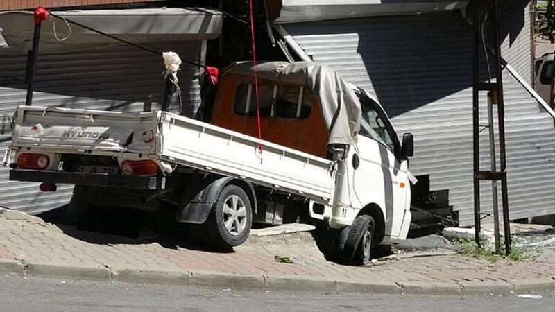 Sultangazi'de kamyonetin çarptığı kadın yaralandı