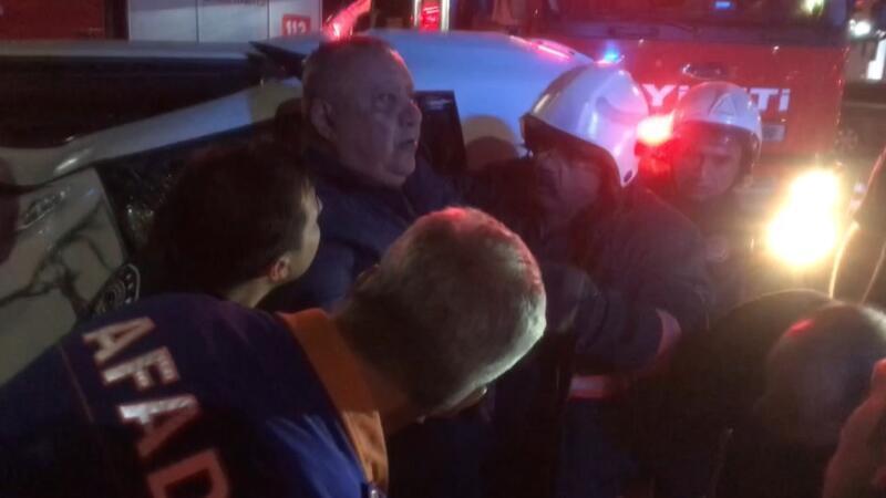 Elazığ'da ehliyetsiz sürücünün kırmızı ışık ihlali sonrası yaşanan kazada 2 kişi yaralandı