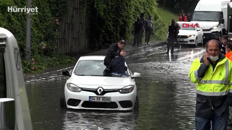 Otomobilin üstünde oturup kurtarılmayı bekledi