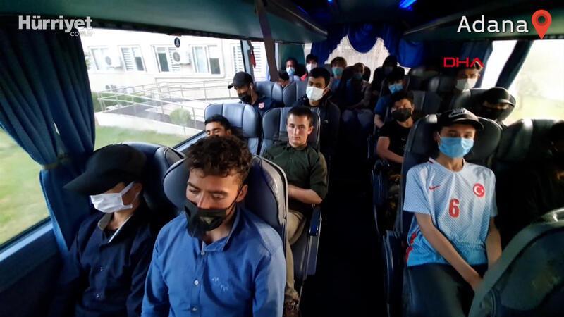 Yolcu otobüsünde 45 kaçak göçmen yakaladı, 2 sürücü gözaltında