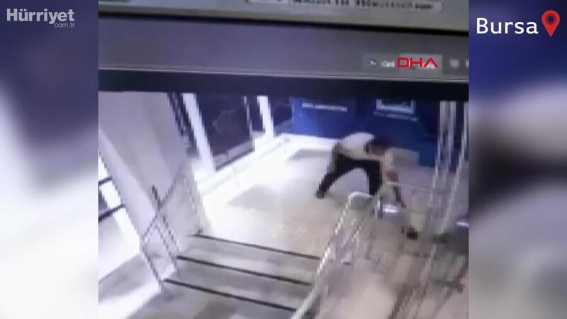 Camı kırılan bankadan 200 lira çalınma anı kamerada