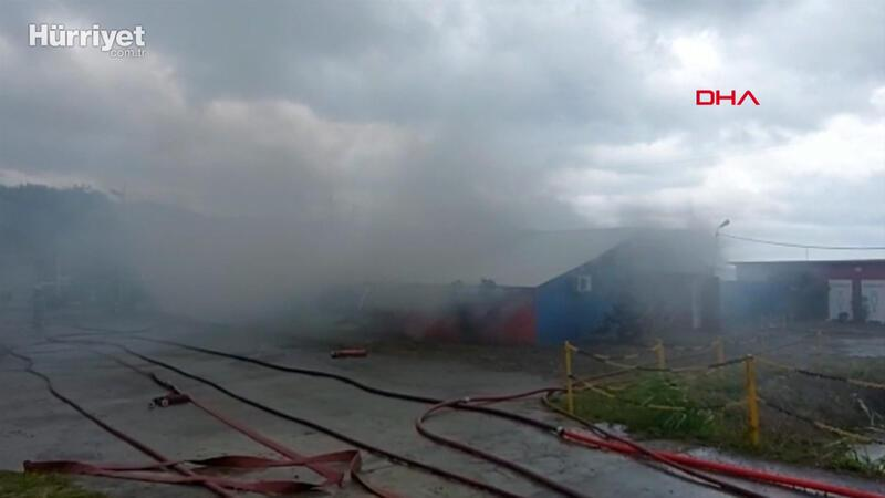 Kocaeli'de fabrikanın deposunda yangın çıktı