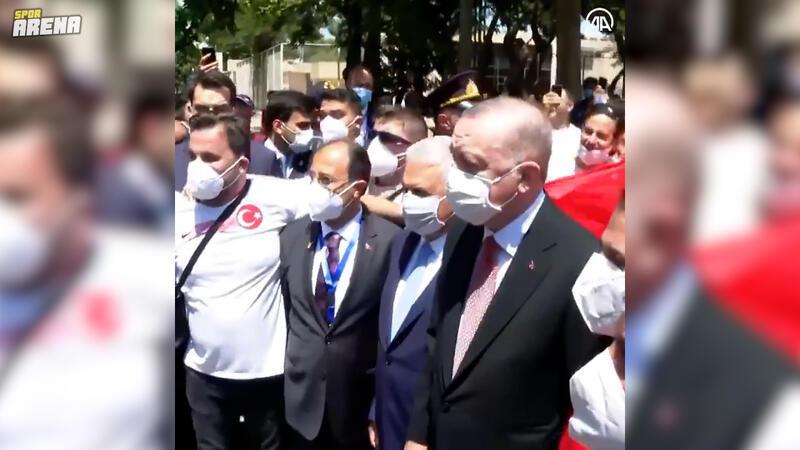 Erdoğan Bakü'deki Türk taraftarlarla bir araya geldi