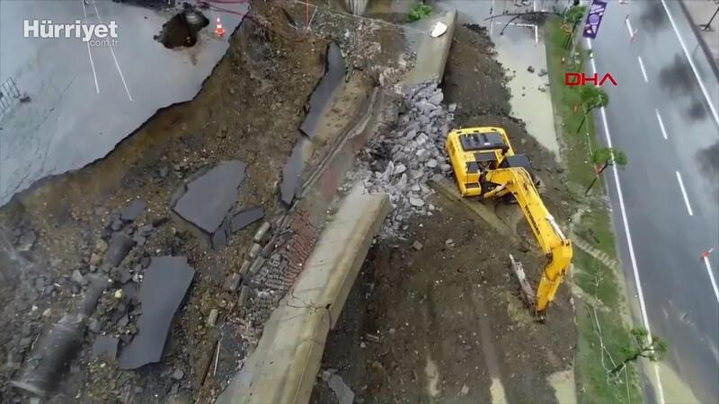 Başakşehir'de sağanak yağış sebebiyle istinat duvarı çöktü