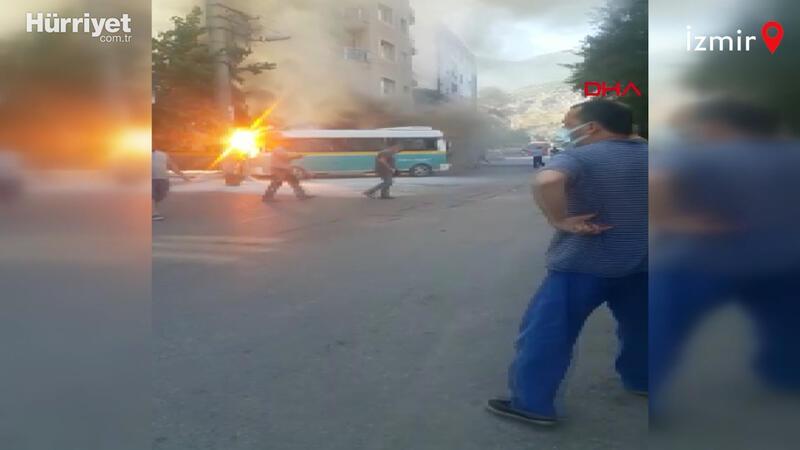 İçinde yolcu varken çarpışan 2 minibüs yandı