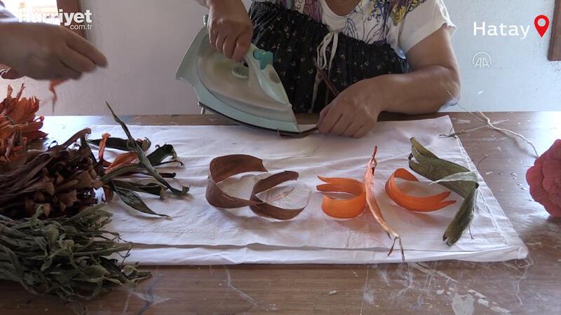 Mısır yaprakları, kadınların elinde çanta, ekmek sepeti ve nihaleye dönüşüyor