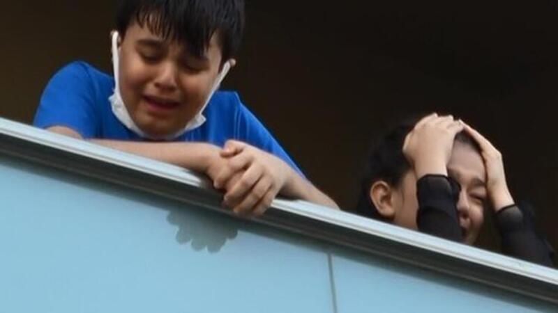 Sultangazi'de 5 katlı binada yangın! Mahsur kalan çocuklar böyle kurtarıldı