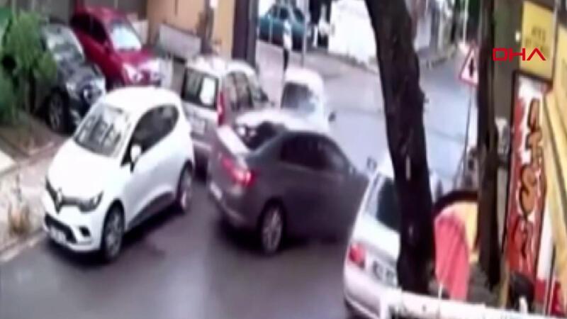 Aşırı hızlı otomobilin sürücüsü caddeyi birbirine kattı