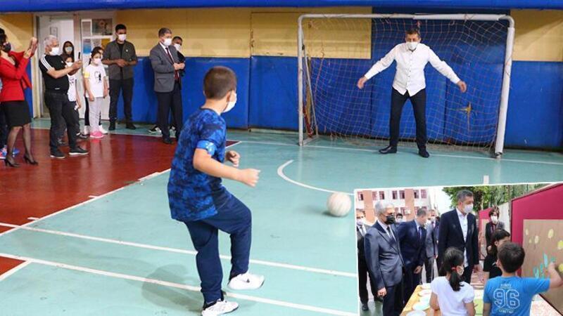 Bakan Selçuk, öğrencilerle resim yapıp, top oynadı