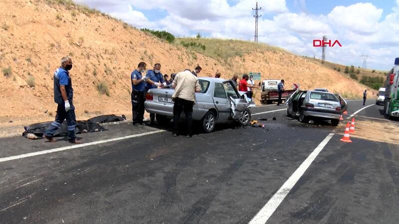 Nevşehir'de iki otomobil kafa kafaya çarpıştı