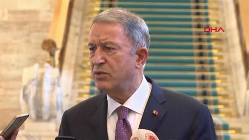 Bakan Akar, Meclis'te gazetecilerin sorularını yanıtladı