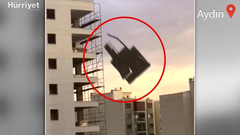 Aydın'da meydana gelen şiddetli fırtınada evlerin çatısı uçtu, 1 kişi yaşamını yitirdi