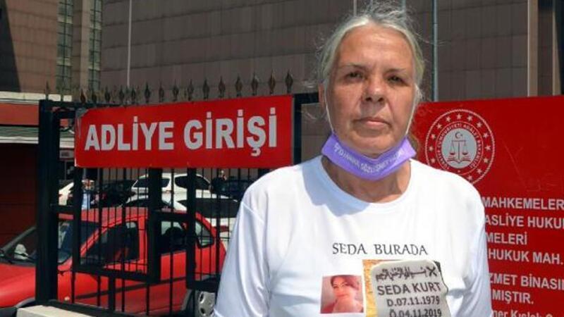 Öldürülen kızının mezar taşı fotoğraflı tişörtüyle duruşmaya geldi: Birileri görsün