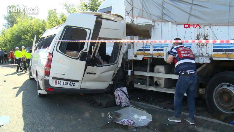 Elazığ'da düğün yolunda kaza; 3 ölü, 12 yaralı