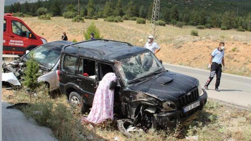 Afyonkarahisar'da otomobille cipin çarpıştı: 1 kişi yaşamını yitirdi, 2 kişi yaralandı