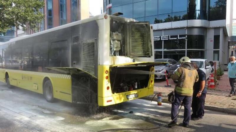 Ataşehir'de yolcu otobüsünde yangın paniği