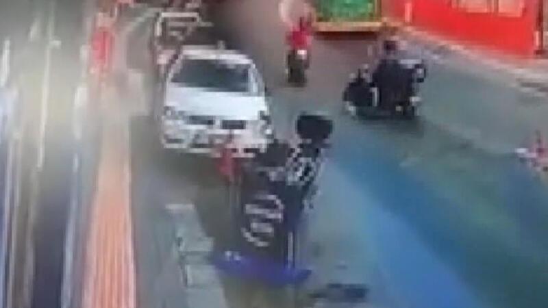 Sarıyer'de motosikletlilerin feci kazası kamerada