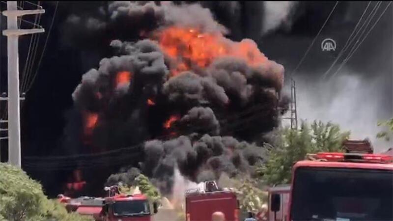 Gemi yapımında kullanılan malzemelerin bulunduğu depoda yangın