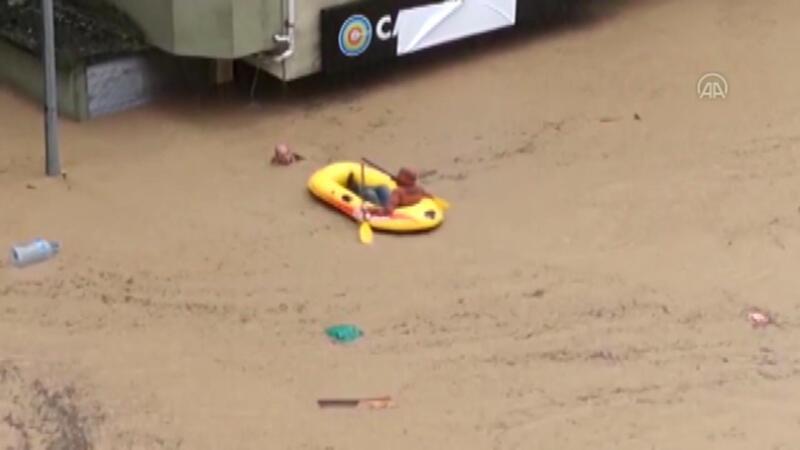 Arhavi'deki selde boğulmak üzere olan çift son anda botla kurtarıldı