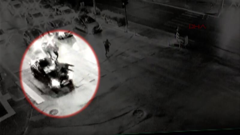 Polisi aracın kaputunda metrelerce sürükledi! O anlar kamerada