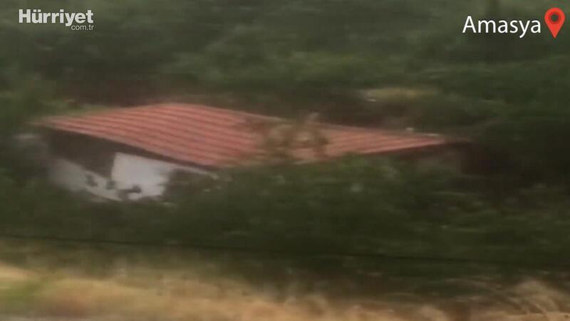 Amasya'da sel bir evi böyle yıktı
