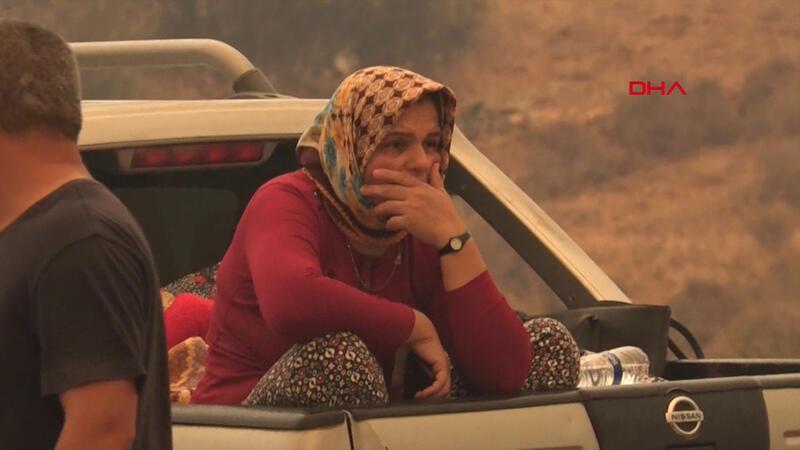Manavgat'taki yangın şehır merkezıne yaklaştı